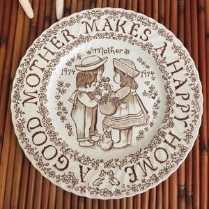 Vintage Mother Makes A Happy Home 1974 Plate